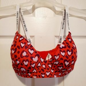 VS PINk t-shirt lightly lined wireless 36D